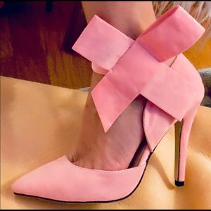 NWOB! 1Black & 1Pink High Heels w/Ribbon 🎀 Detail